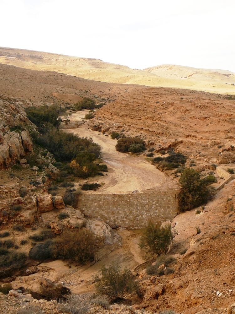 Ущелье Мамшит у подножия города - отсюда направляли воду в город по акведуку