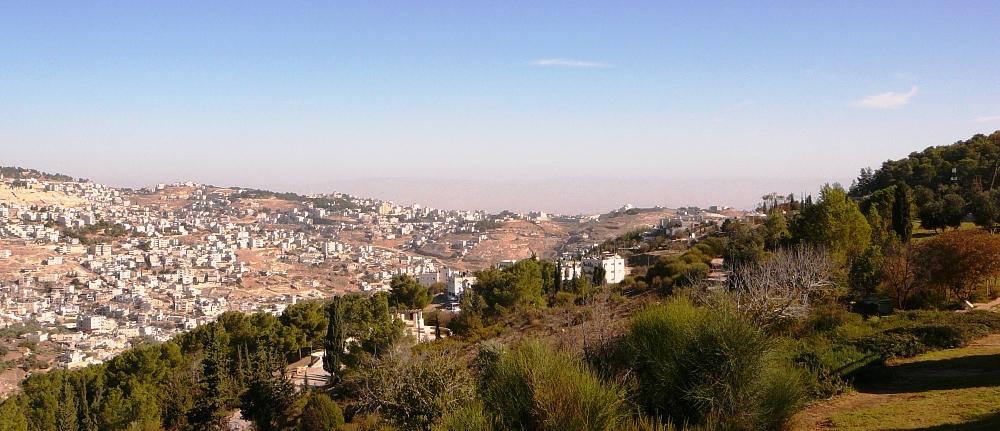 """Восточный Иерусалим и """"лес Мира"""" на фоне Моавских Гор"""