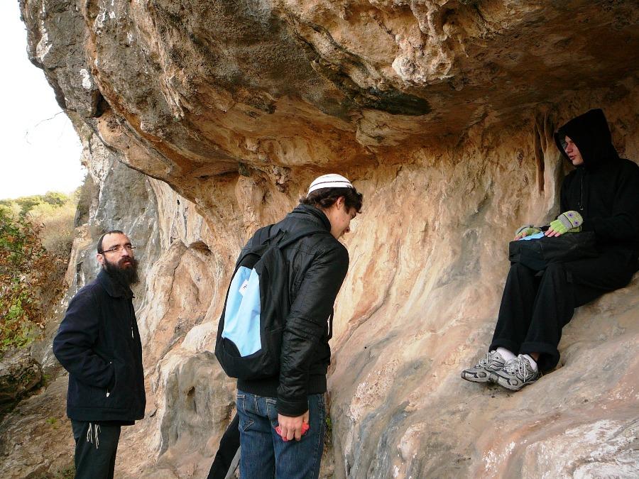 """Перевал в """"цнире"""" - естественной выемке на склонах ущелья Орен"""