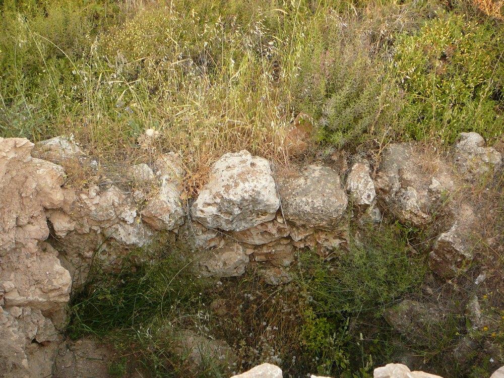 Остатки зданий на кургане Шило времен еврейского завоевания Земли Израиля