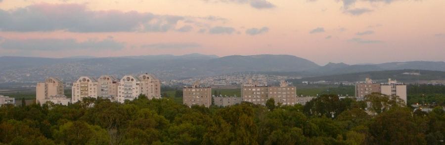 Роща Наполеона, новые кварталы, склоны Галилейских гор - вид с кургана Акко