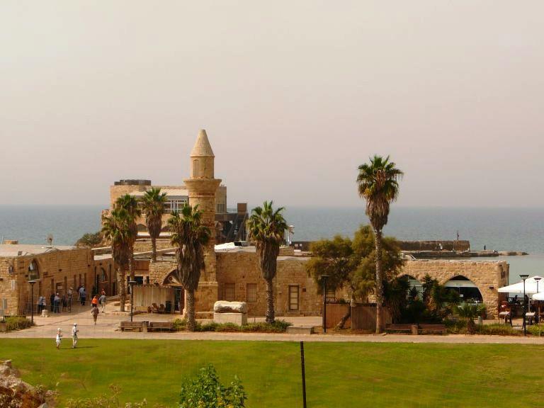 Туристическй центр Кейсарии, на месте древнего порта