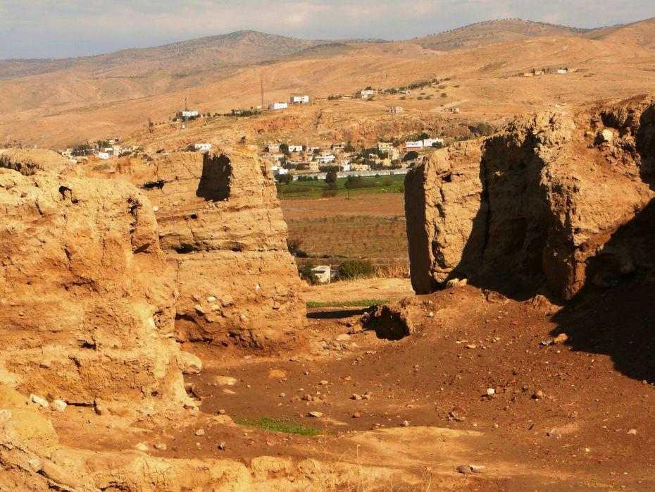 Вход в древний храм - вид изнутри