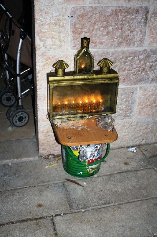 Свечи при входе